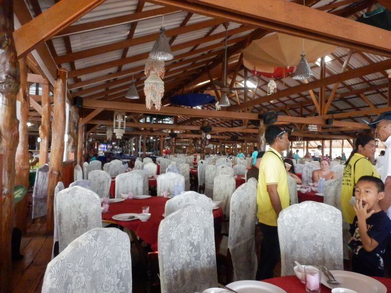das Restaurant mit bestimmt 1000 Plätzen....